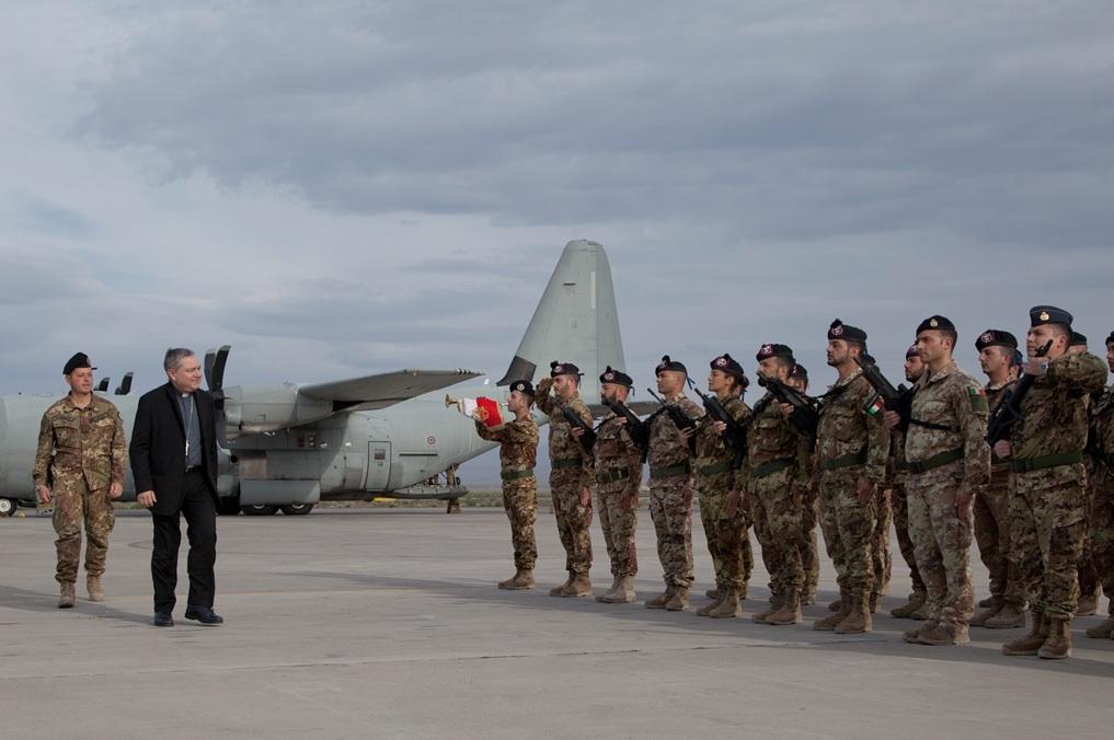 L'arrivo dell'Ordinario Militare in Italia, Santo Marcianò, all'aeroporto di Kabul