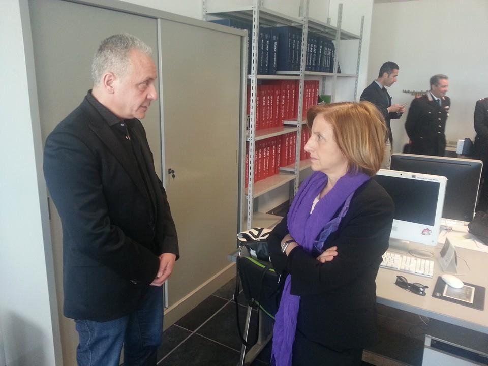 Il direttore Luciano Regolo ed il ministro Maria Carmela Lanzetta nella redazione occupata dell'Ora