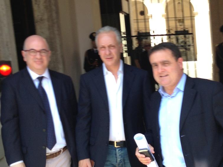 Carlo Parisi, Luciano Regolo e Franco Siddi all'uscita da Palazzo Chigi