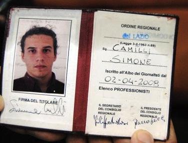 La tessera dell'Ordine di Simone Camilli (foto Ansa)
