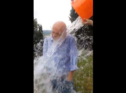 Giovanni Morandi e la secchiata d'acqua in favore della Sla