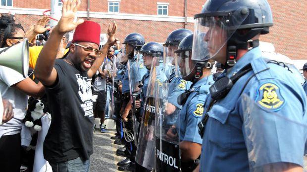Ancora proteste a Ferguson per l'uccisione di Michael Brown da parte di un poliziotto