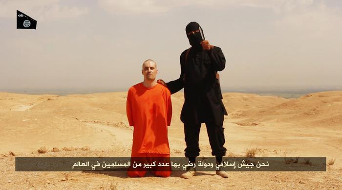 Una delle immagini del terrificante video diffuso dall'Isis: la vittima è il giornalista James Foley