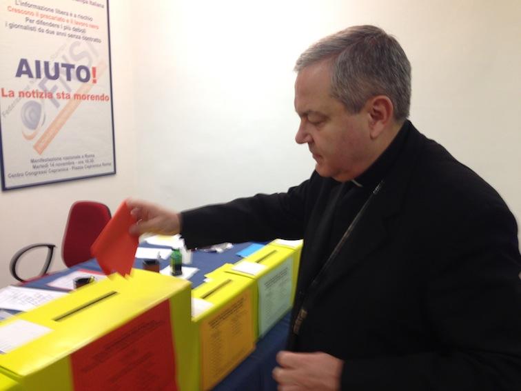 L'Ordinario Militare, mons. Santo Marcianò, ha votato nel seggio di Roma