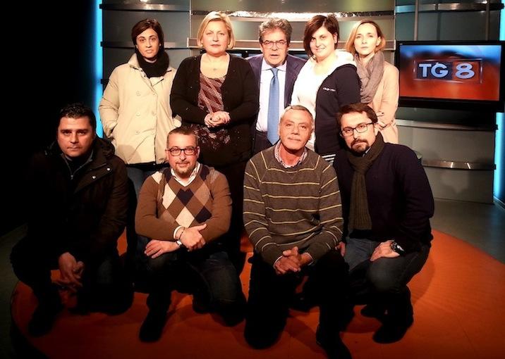 Il sindaco di Catania, Enzo Bianco (terzo da sinistra in piedi) con i giornalisti di Telejonica