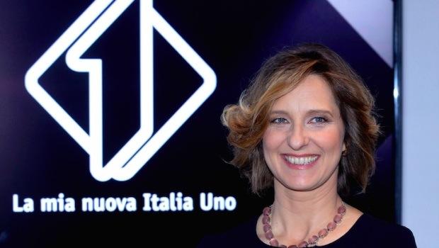 """LAURA CASAROTTO, DIRETTRICE DI ITALIA1: """"PUNTEREMO SULLA BARALE E LA MUSICA. BLINDSPOT? FARÀ IL BOTTO, MA SOGNO LA FICTION, MAGARI UNA NOSTRA VERSIONE DI COLIANDRO O BRACCIALETTI"""""""