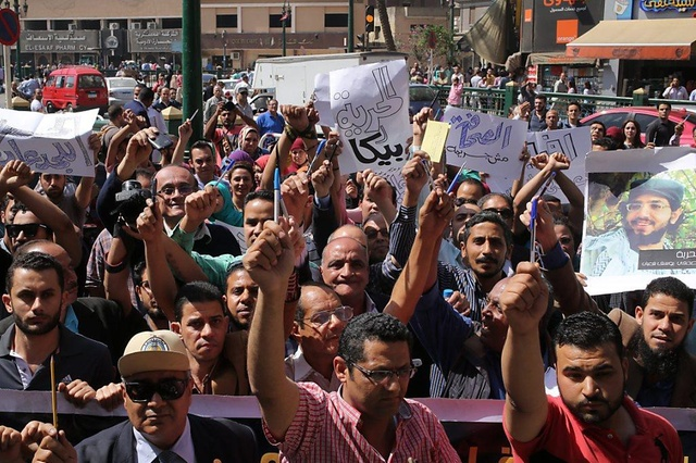 La protesta dei giornalisti contro i bavagli alla stampa e gli arresti multipli in Egitto