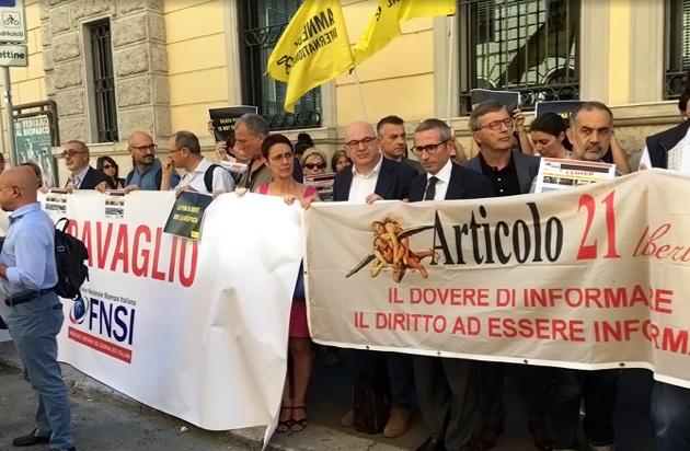 Il presidio organizzato dalla Fnsi in via Palestro a Roma davanti all'ambasciata turca