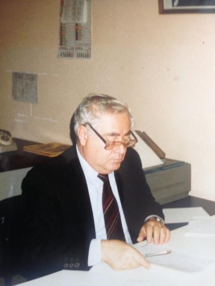 Enzo Lacaria al lavoro nella redazione reggina de Il Giornale di Calabria