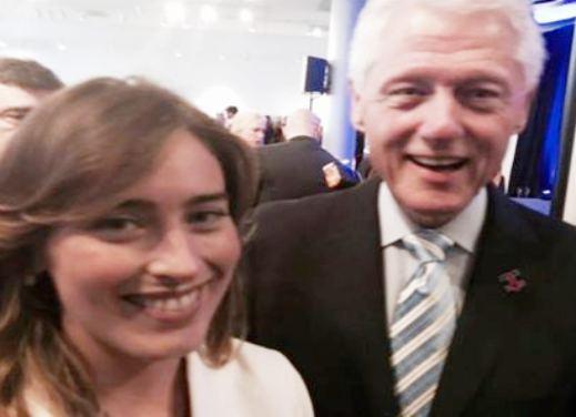 Il selfie di Maria Elena Boschi con Bill Clinton