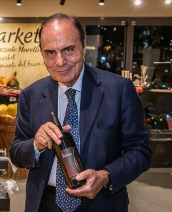 Bruno Vespa con il suo vino