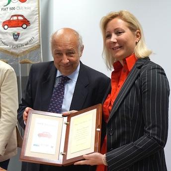Francesca Grimaldi premiata da Stelio Yannoulis