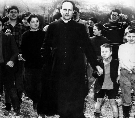 Don Lorenzo Milani e i ragazzi della Scuola di Barbiana