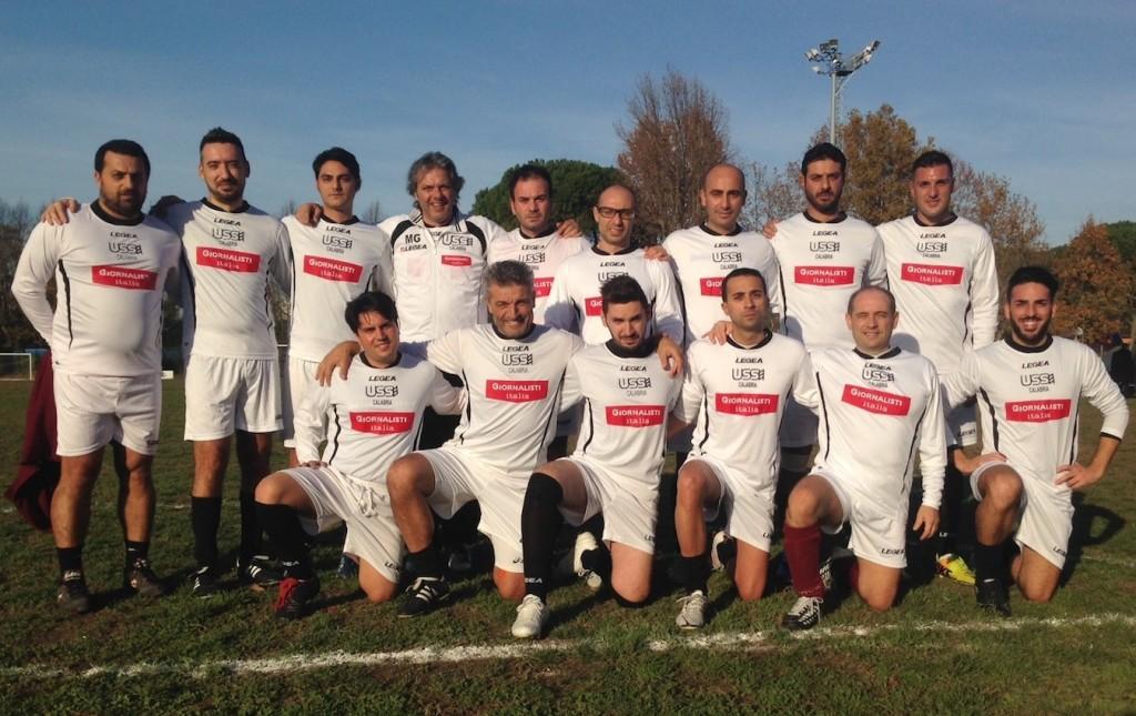 La squadra dell'Ussi Calabria con la maglia di Giornalisti Italia
