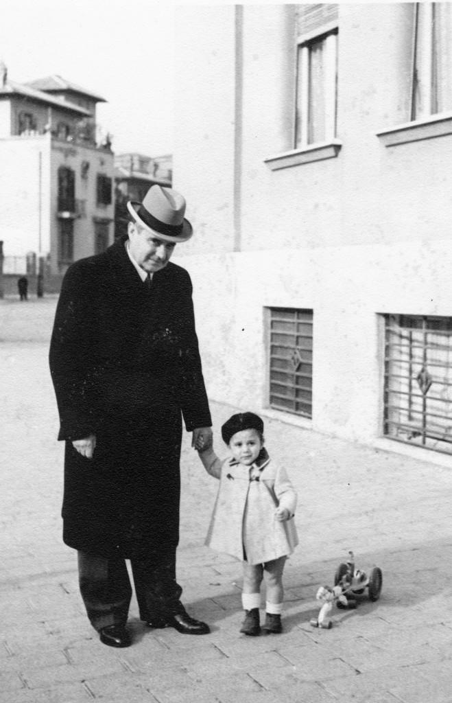 Romano Bartoloni da bambino con il nonno Fritz