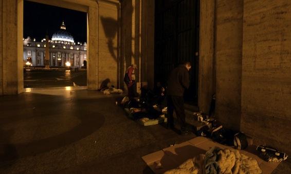 Il portico di via della Conciliazione da cui si accede alla Sala Stampa Vaticana