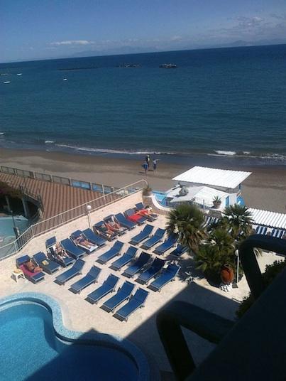 La vista mare da un terrazzino dell'Hotel Ambasciatori di Ischia