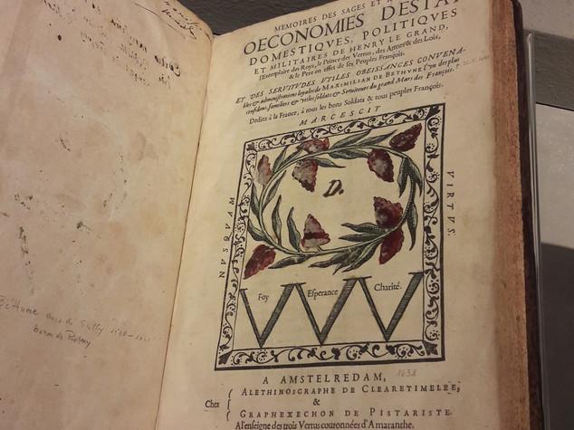 Uno dei 150 libri in mostra al Senato