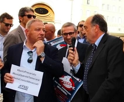 Michele Albanese, Raffaele Lorusso e Giuseppe Giulietti in piazza di Montecitorio