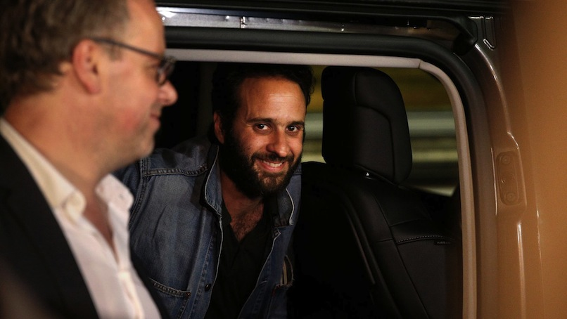 Mathias Depardon appena atterrato all'Aeroporto di Parigi (Foto Afp)
