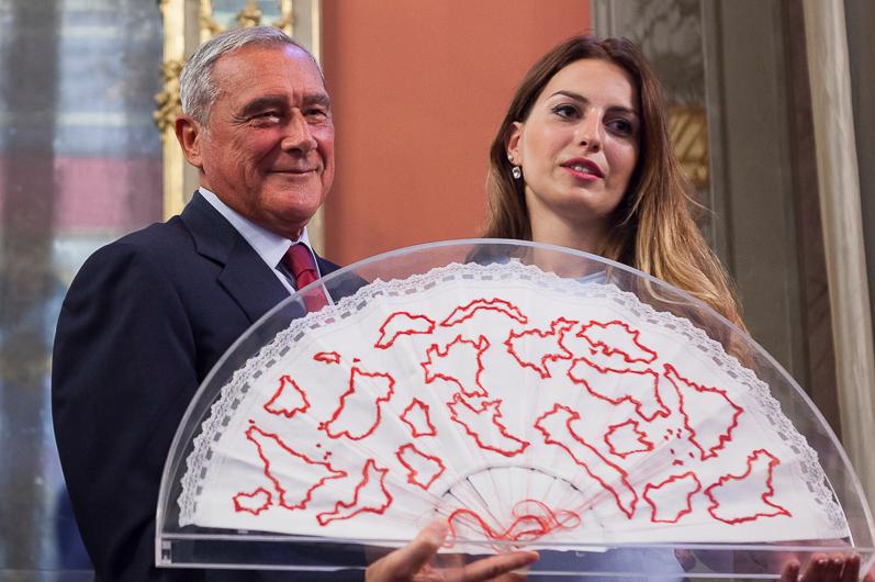 Pietro Grasso e Cristina Bortune, autrice dell'opera