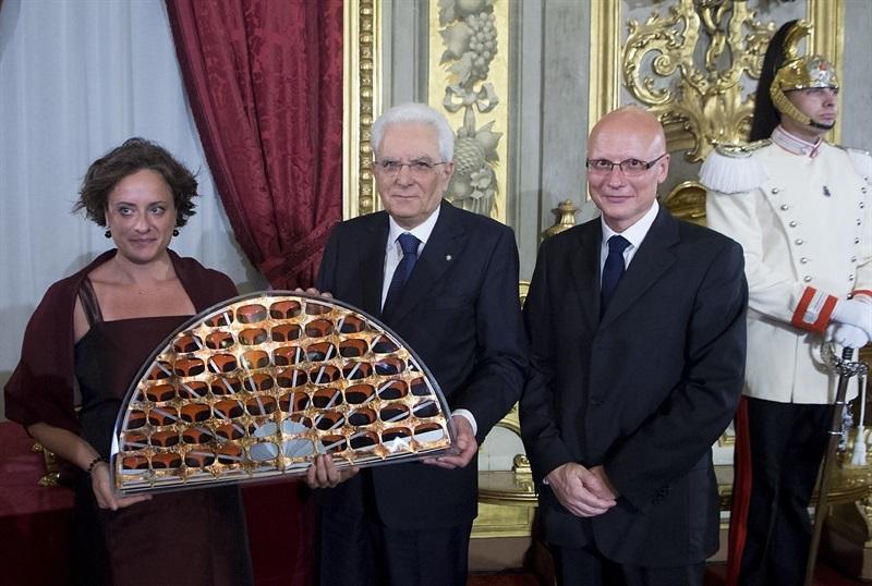 Il presidente della Repubblica Sergio Mattarella riceve il Ventaglio da Sergio Amici, presidente Asp