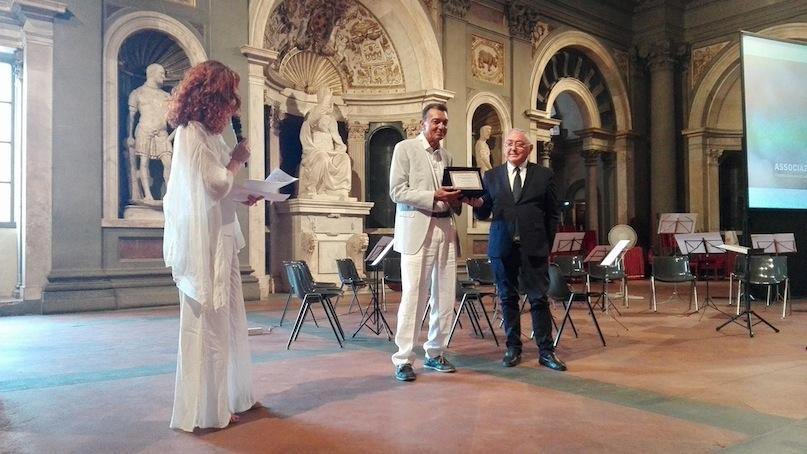 Emilio Carelli consegna il premio Letizia Leviti per la carta stampata a Mimmo Candito
