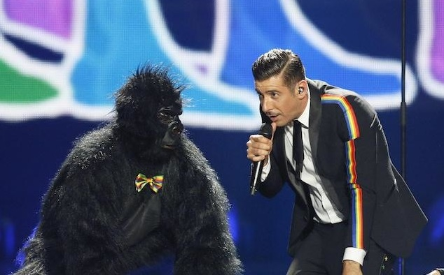 Francesco Gabbani e la scimmia all'Eurovision Song Contest di Kiev