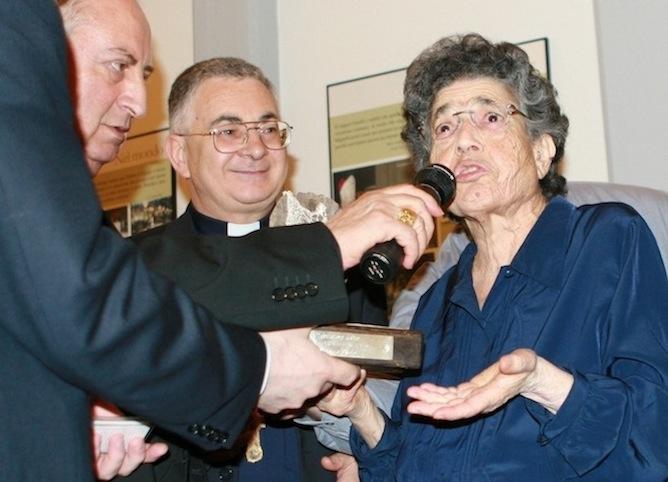 Natuzza con mons. Luigi Renzo (al centro) e mons. Salvatore Nunnari (a sinistra)