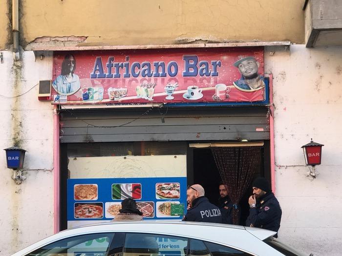Il bar di Piacenza in cui sono stati aggrediti i due giornalisti