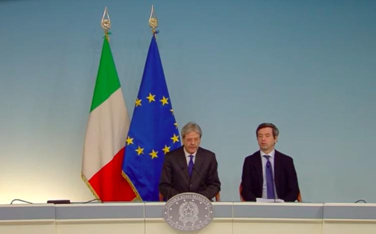 Il presidente del Consiglio, Paolo Gentiloni, ed il ministro della Giustizia, Andrea Orlando, oggi in conferenza stampa