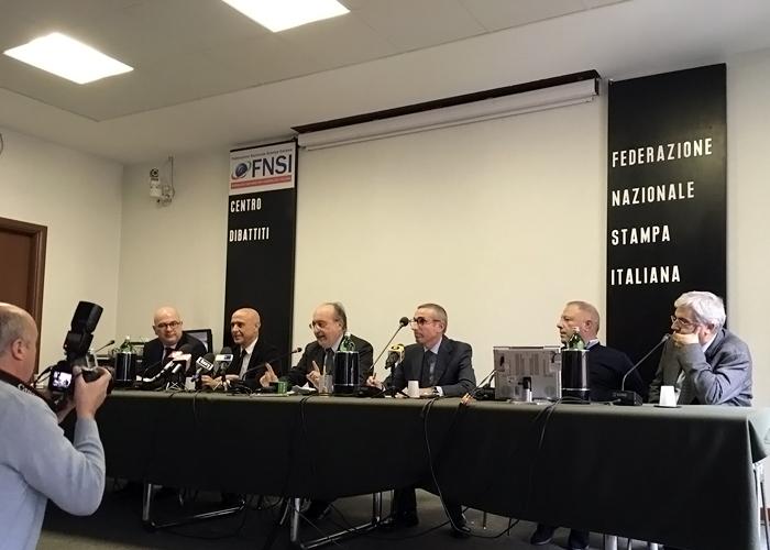 Da sinistra: Carlo Parisi, Marco Minniti, Giuseppe Giulietti, Raffaele Lorusso, Michele Albanese e Carlo Verna
