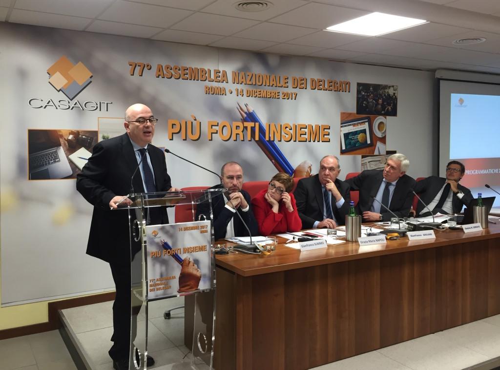 Il segretario generale aggiunto della Fnsi Carlo Parisi all'Assemblea della Casagit, presieduta da Daniele Cerrato (al tavolo)
