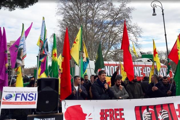 Un momento del presidio contro la visita di Erdogan in Italia