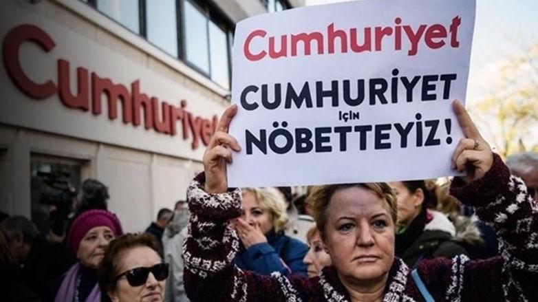 Una delle tante proteste in difesa di Cunhuriyet e dei suoi giornalisti