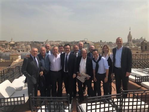 Foto di gruppo per i giurati del Premio Ischia
