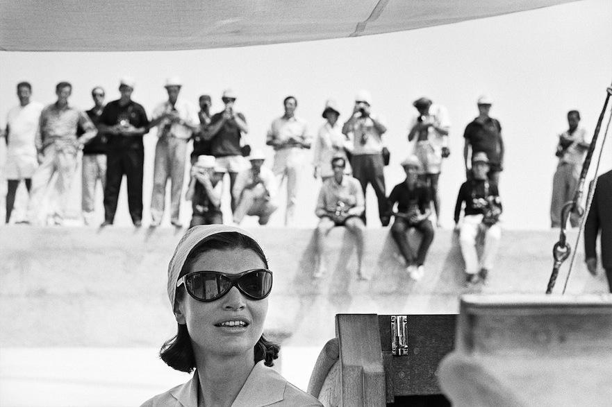 Jacqueline Kennedy fotografata da Benno Graziani ad Amalfi nel 1962