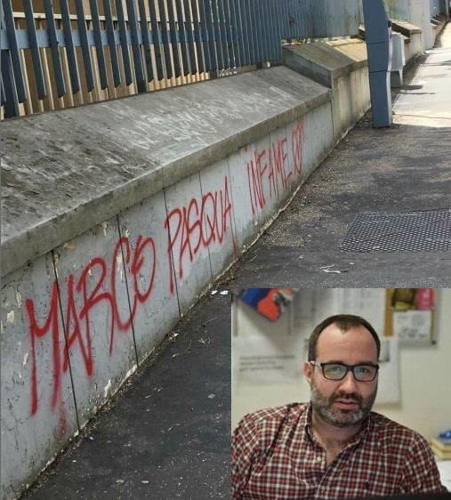 """La scritta apparsa sul muro dell'Università """"La Sapienza"""" contro Marco Pasqua (nel riquadro)"""